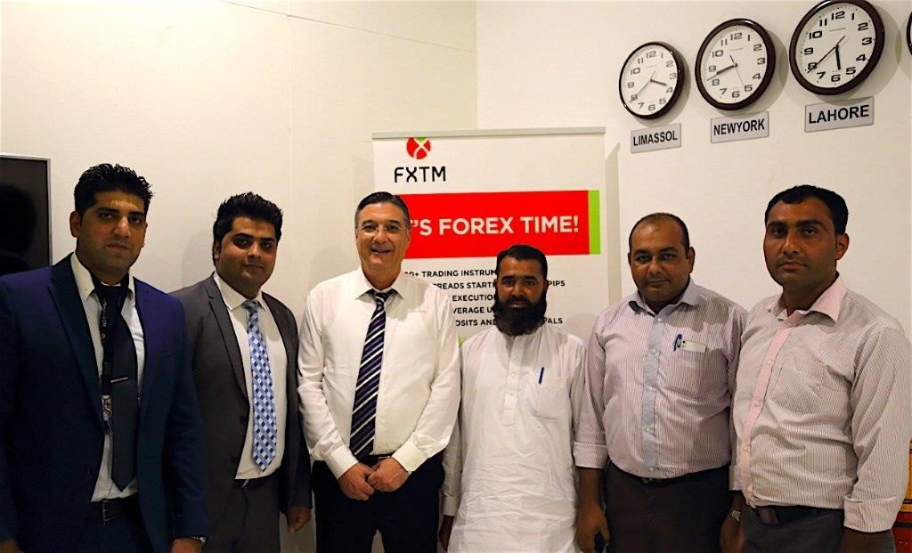 zia-al-hassan-with-fxtm-team-in-pakistan-4